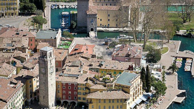 Rocca-de-Riva_Burg-und-Torre-Apponale-aus-der-Luft_c-MAG-Museo-Alto-Garda_800