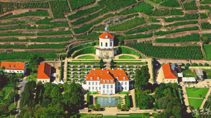 Schloss_Wackerbarth_Luftbild_c_Schloss-Wackerbarth_800
