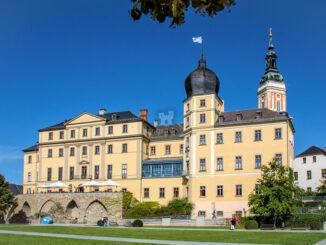 Südost-Fassade mit Turm der Stadtkirche © Unteres Schloss Greiz