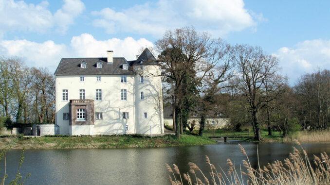 Burg-Boetzelaer_Aussenansicht-Seeseite_c-Burg-Boetzelaer_800