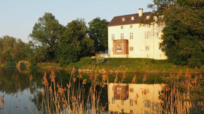Burg-Boetzelaer_Burg-im-Abendlicht_c-Burg-Boetzelaer_800