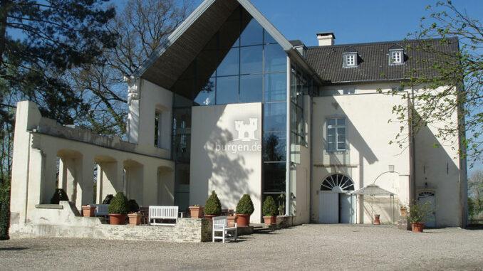 Burg-Boetzelaer_moderne-Vorderfront_c-Burg-Boetzelaer_800