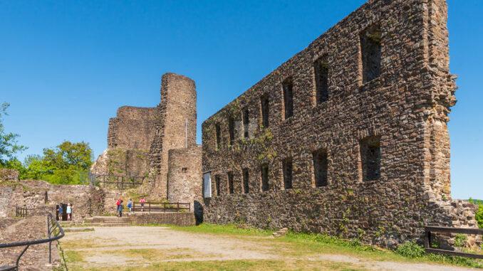 Burgruine-Windeck_Burgplateau_Jiri-Hampl-Tourismus-Windecker-Laendchen-eV_800