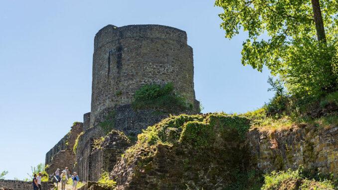Burgruine-Windeck_Eingang_Jiri-Hampl-Tourismus-Windecker-Laendchen-eV_800