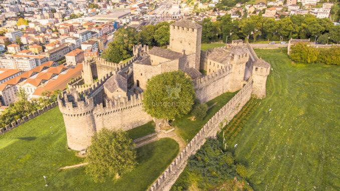 Castello-di-Montebello_Luftaufnahme_c-Redesign_800