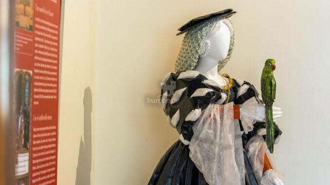 Chateau-de-Nerac_Ausstellung-Kleider_c-Albret-Tourisme