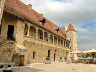 Château de Nérac - Seitenansicht des Innenhofs © Albret Tourisme