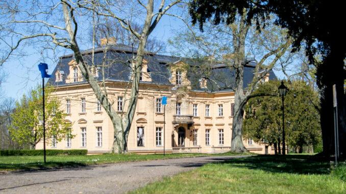 Oderbruch-Museum-Altranft_Das-Schloss-vom-Garten-gesehen_c_Oderbruch-Museum-Altranft-Alex-Schirmer_800