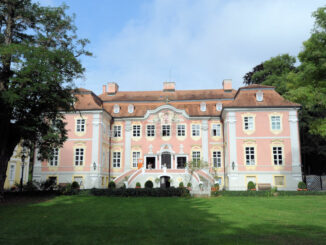 Schloss im Sonnenschein © Schloss Assumstadt