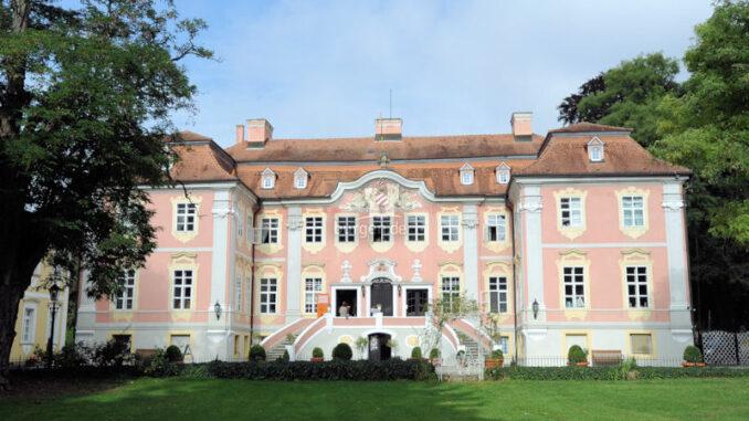 Schloss-Assumstadt_Schloss-im-Sonnenschein_c- Schloss-Assumstadt_800