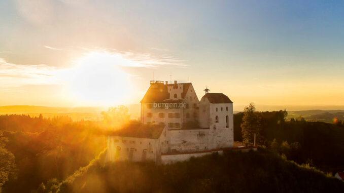 Schloss-Waldburg_Panorama-bei-Sonnenaufgang_c-Schloss-Waldburg_800