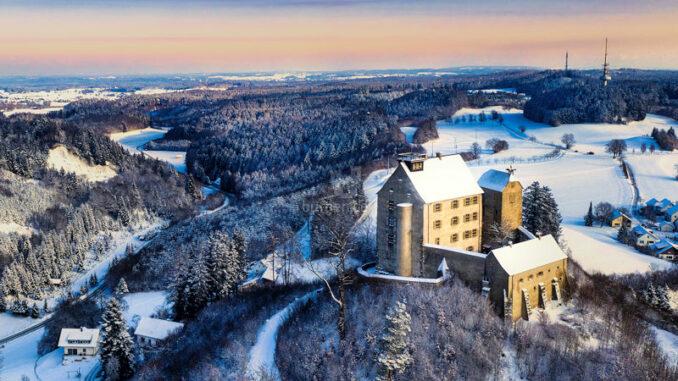 Schloss-Waldburg_Panorama-im-Winter_c-Schloss-Waldburg_800