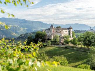 Panorama im Sommer © Helmuth Rier / Schloss Prösels