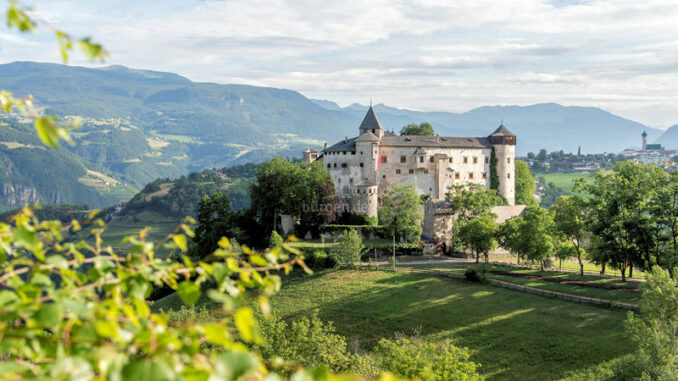 SchlossProesels_Panorama-im-Sommer_c_Helmuth-Rier_800
