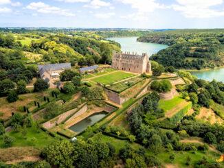 Panoramablick auf Schloss & Gärten © Domaine Departemental de la Roche-Jagu / Chimair