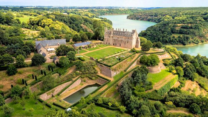 Chateau-de-la-Roche-Jagu_Panorama_c-Domaine-departemental-de-la-Roche-Jagu-c-Chimair_800
