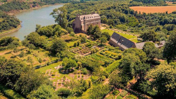 Chateau-de-la-Roche-Jagu_Schloss-mit-seinen-Gaerten_c-Domaine-departemental-de-la-Roche-Jagu-c-Chimair_800