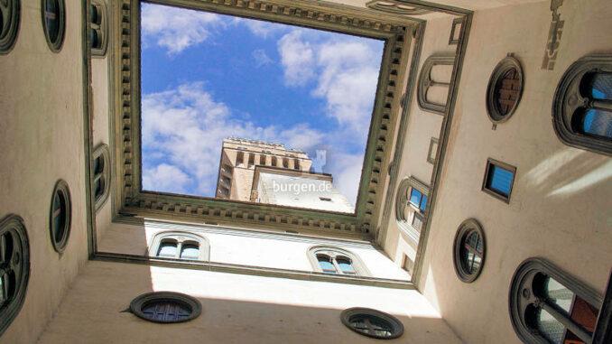 Palazzo-Vecchio_Blick-in-den-florentiner-Himmel_c-Nicola-Giardano-auf-Pixabay_800