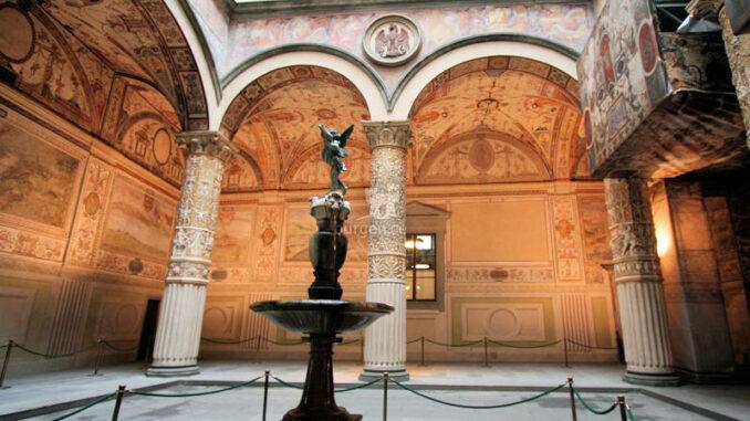 Palazzo-Vecchio_Cortile-di-Michelozzo_c-burgen.de_800