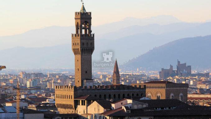 Palazzo-Vecchio_Palast-im-Abendlicht_c-Daniela-Ramirez-Manoosalva-auf-Pixabay_800