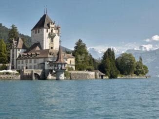 Schloss über dem Thuner See © Schloss Oberhofen