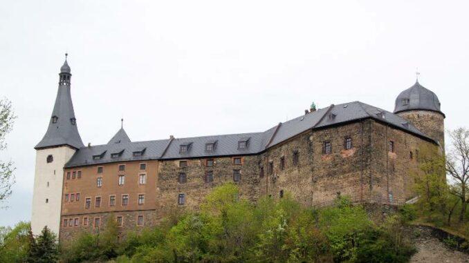 Burg-Mylau_Blick-von-Suedwesten_c-Museum-Burg-Mylau-Sina-Lorbeer-Klausnitz_800