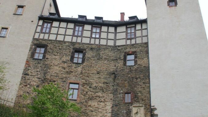 Burg-Mylau_Tor-zur-Burg-mit-Wappen_c-Museum-Burg-Mylau-Sina-Lorbeer-Klausnitz