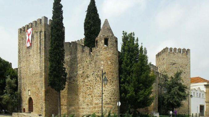 Castello-de-Vila-Vicosa_ Tor-der-alten-Burg_Paco-Ducal-de-Vila-Vicosa_800