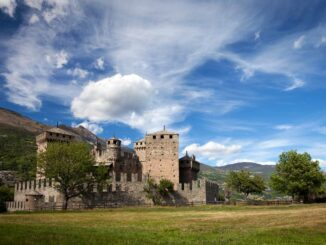 Castello di Fénis mit Türmen und zinnenbewehrten Mauern Photo: © Castello di Fénis Enrico Romanzi