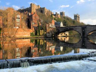 Durham Castle - Blick über den Fluss © emphyrio / Pixabay