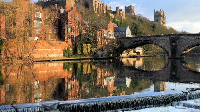Durham-Castle_Burg-ueber-dem Fluss-Wear_c-pixabay-emphyrio_800