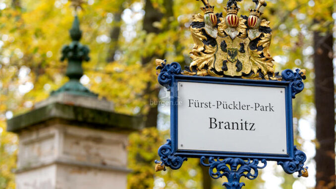 Schloss-Branitz_Parkeingangsschild-im-Branitzer-Park_c-SFPM-Andreas-Franke_800