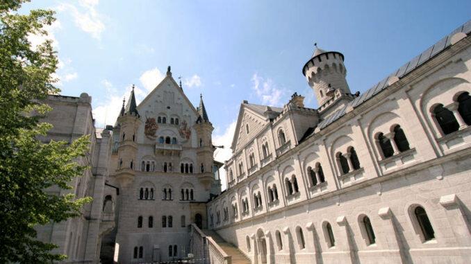 Schloss-Neuschwanstein_Innenhof-2_3951