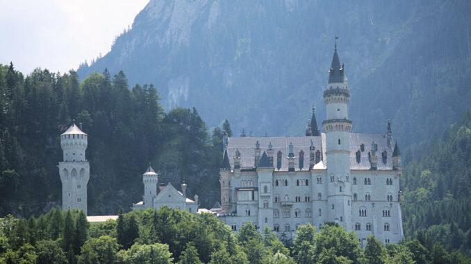 Schloss-Neuschwanstein_Vorderseite_3887