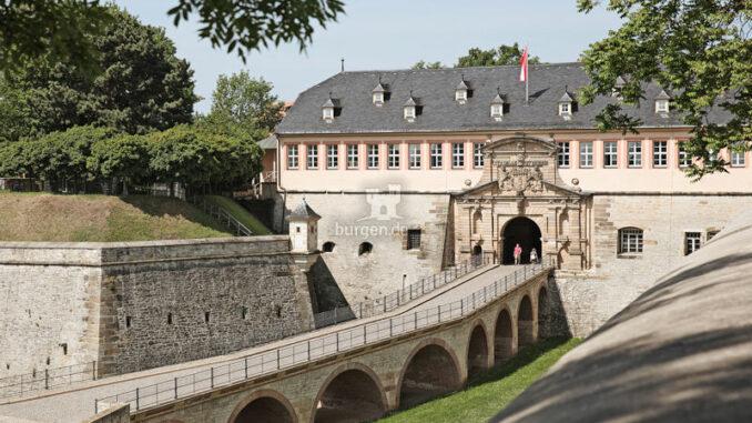 Zitadelle-Petersberg_Aufstieg-zur-Zitadelle_c-Jens-Hauspurg-CC-BY-NC-ND_800