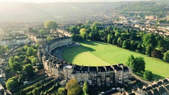Bath_RoyalCrescent_c-VisitBritain-Andrew-Welsher_800