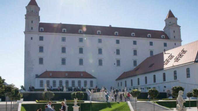 Bratislavsky-hrad_Burg-Bratislava _Treppe-zur-Burg_c-Bratislava-Tourist-Board-visitbratislava.com_800