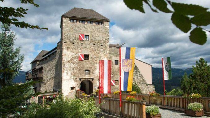 Burg-Oberkapfenberg_Burg-im-Sonnenschein_c-Robert-Tuechi-picwish_800