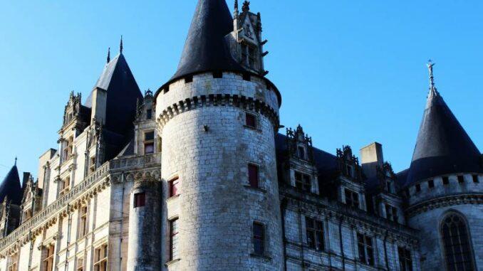 Chateau-de-La-Rochefoucauld_Details-der-Fassade_c-Ben-Lescure_800