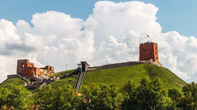 Gedimino-pilies_Turm-mit-Schraegaufzug_c-Laima-Penel-LNM_800