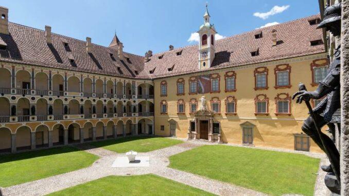 Hofburg-BrixenBressanone_Innenhof-mit-Arkaden_c_Hofburg-Brixen Bressanone_800