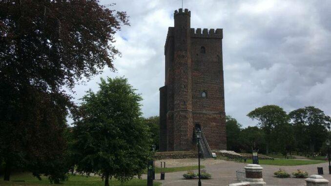 Kärnan-i-Helsingborg_Wehrhafter-Turm_burgen-de_800