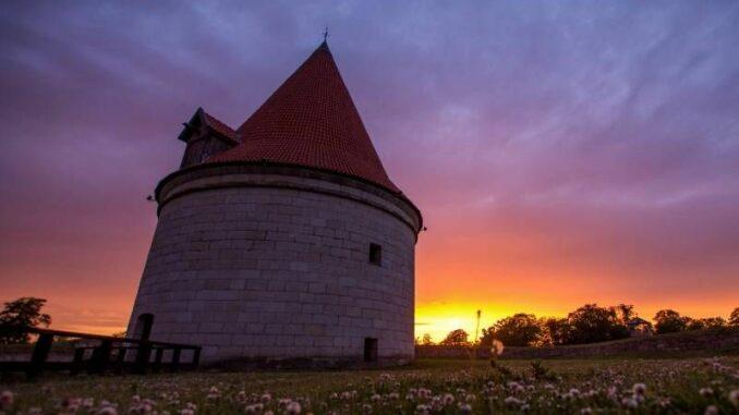 Kuressaare-piiskopilinnus_Großer-Turm_c-Martin-Vesberg_800
