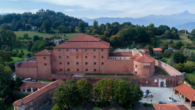 La-Castiglia-di-Saluzzo_Die-Burg-aus-der-Luft_c La-Castiglia-di-Saluzzo-Lucio-Rossi –TERRES-MONVISO_800