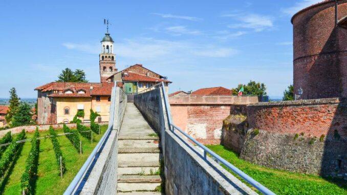 La-Castiglia-di-Saluzzo_Spaziergang -auf-den-alten-Mauern_c- La-Castiglia-di-Saluzzo-Sara-Barbagianni _800