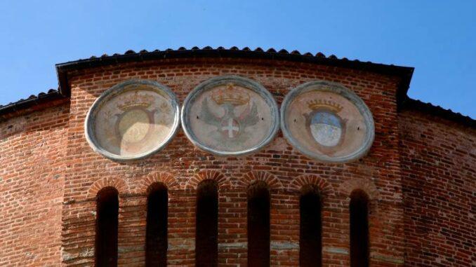 La-Castiglia-di-Saluzzo_Wappen-am-Rundturm_c-La-Castiglia-di-Saluzzo-Lucio-Rossi – TERRES-MONVISO_800