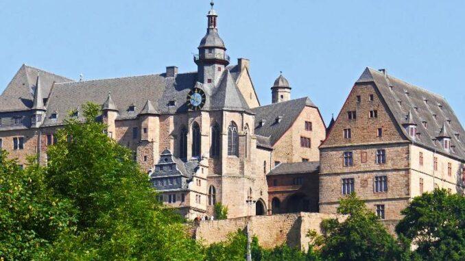Marburger-Landgrafenschloss_Hoch-ueber-der-Stadt_c-Erich Westendarp_800