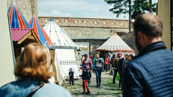 Nitriansky-hrad_Nitra-Castle_Mittelaltermarkt-im-Sommer_c-Nitriansky-hrad_Nitra_800
