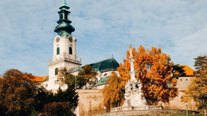 Nitriansky-hrad_Nitra-Castle_Turm-der-Kathedrale-im-Herbst_c-Nitriansky-hrad_Nitriansky-hrad_Nitra-Castle_800
