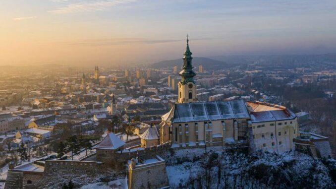 Nitriansky-hrad_Nitra-Castle_Winterlicher-Blick-ueber-die-Stadt_c-Nitriansky-hrad_Nitra_800
